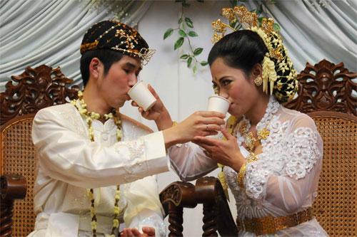 インドネシア式結婚式の結婚写真