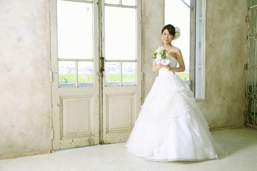 純白のウェディングドレスに補正した