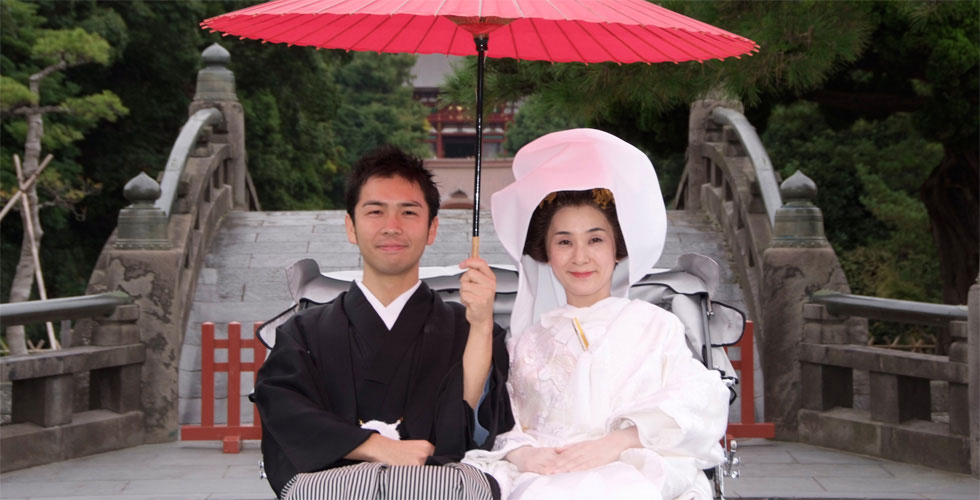 鶴ヶ丘八幡宮 本殿 結婚写真